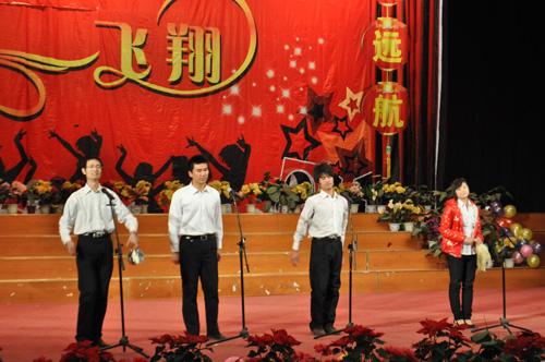 郑州北大青鸟翔天信鸽元旦表演《三句半》
